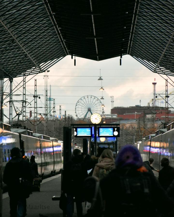 maailmanpyora_junalaiturilta_helsinki