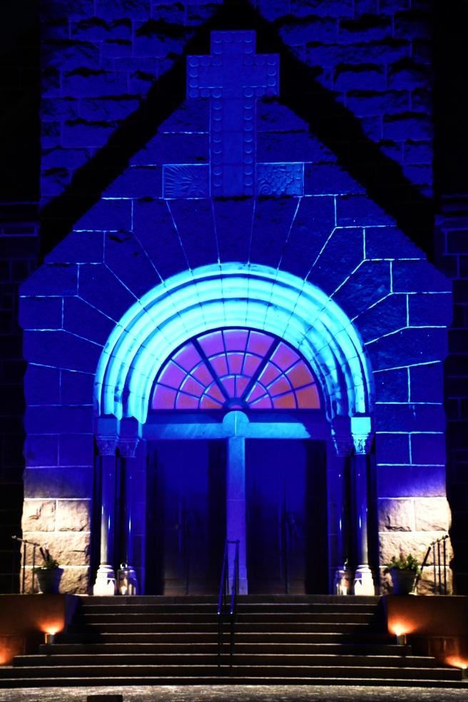 makrotex_joulukuu_maaritse_siniset_kirkonovet