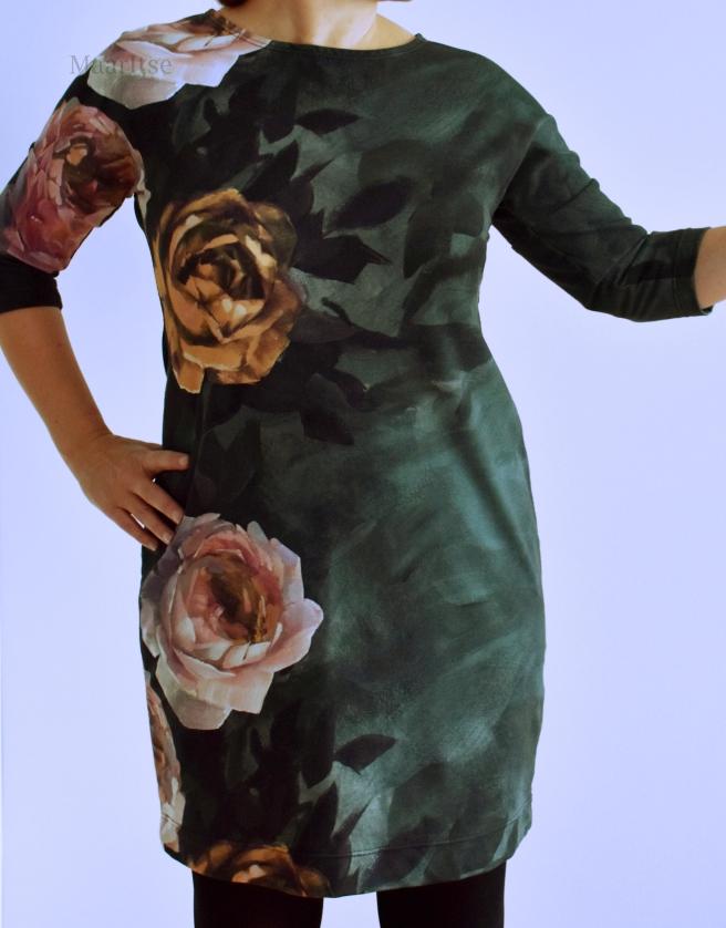 Tummanvihreästä Lumous-kankaasta mekko