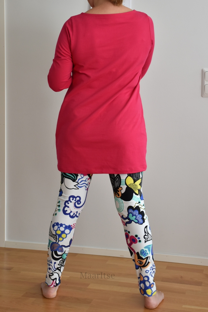 Ottobren Hide Away -huppari ja Noshin leggingsit