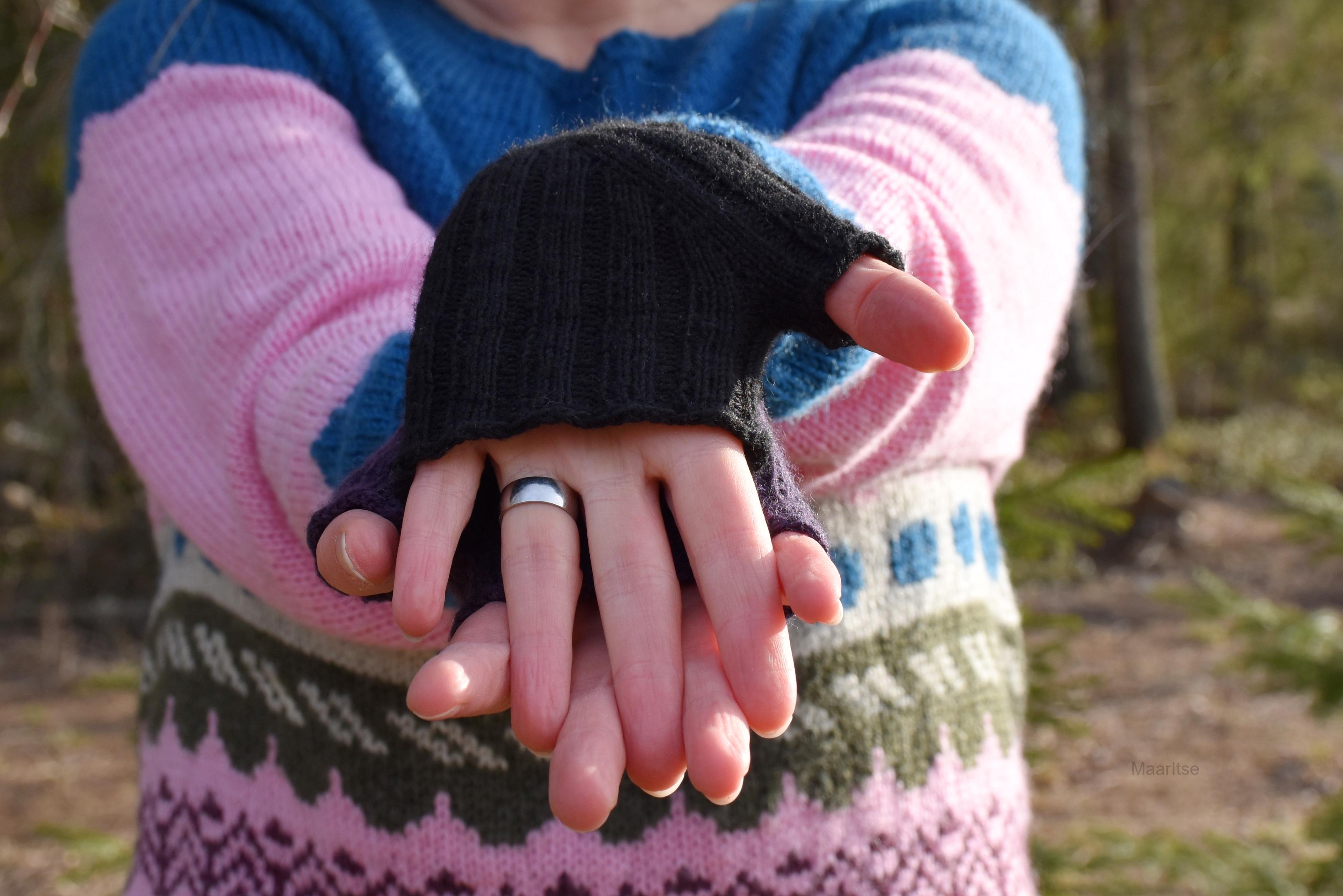 maaritse_knitted_headband_and_pioneer_gloves